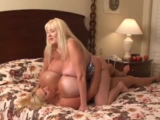 Kayla Kleevage vs Maxi Mounds - Battle of the Huge Ones [Big Fake Tits, Giant Boobs, Lesbian, Mature, MILF, Огромные сиськи]
