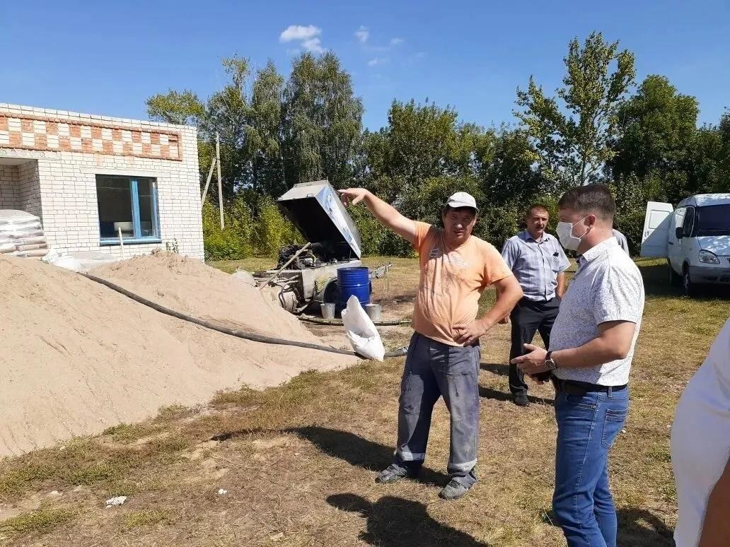 Продолжается капитальный ремонт кровли школ Петровского района