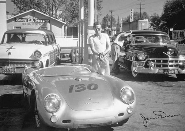 ПРОКЛЯТЫЙ АВТОМОБИЛЬ Знаменитый актер Джеймс Дин погиб в ужасной автомобильной катастрофе в сентябре 1955 года. Его спортивный автомобиль остался цел, однако вскоре после гибели актера, какой-то