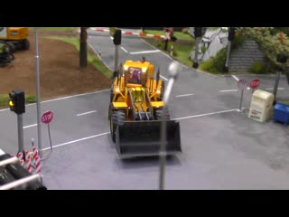 MINIATURE MICRO RC EXCAVATOR WITH FULL FUNCTIONALITY IN SCALE 1-87 IN MOTION ON A DIORAMA