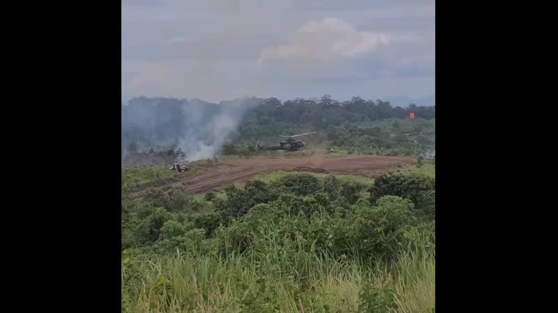 Два Bell 412 высаживают жрецов Бога Войны