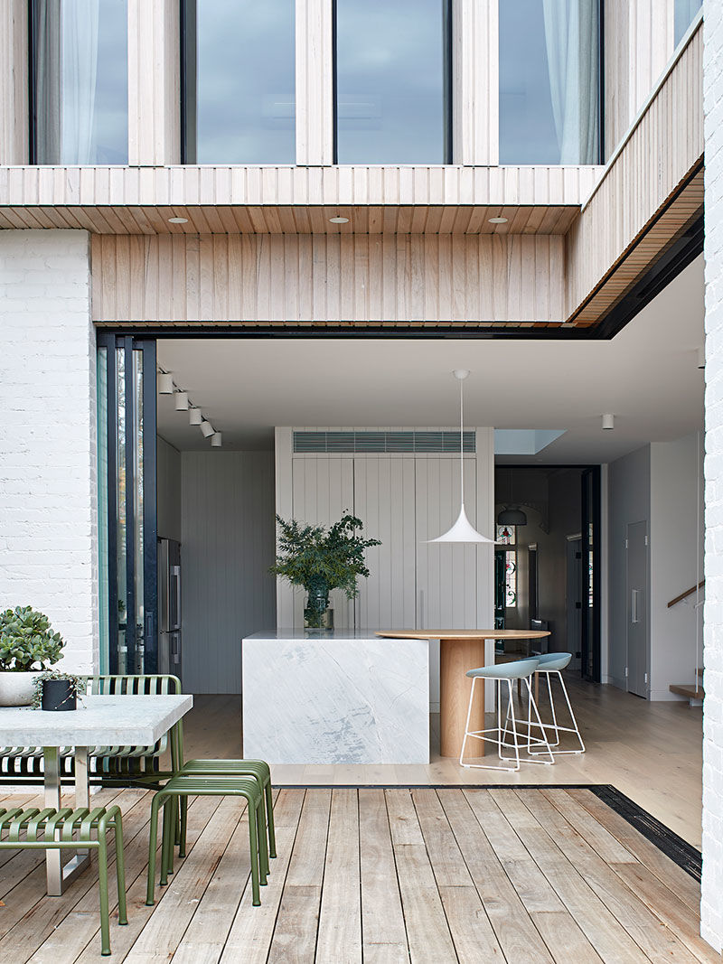 Современный интерьер для семьи с тремя детьми в доме эдвардианской эпохи в Мельбурне