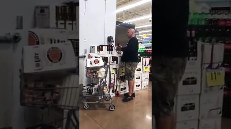 Пукнул прямо в гипермаркете ещё в микрофон 😂😂😂