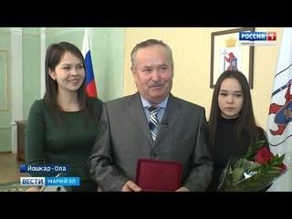 Многодетный приёмный отец удостоен Медали ордена «Родительская слава»