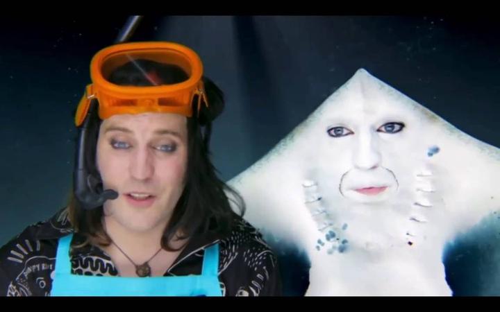 Роскошная комедия Ноэля Филдинга Сезон 2 Серия 1 Пол Панфер