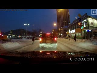 Наезд на пешехода на перекрёстке Большакова - Шейнкмана попал на видео