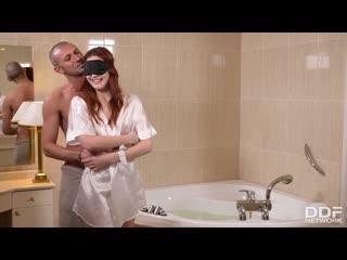 (DDFNetwork) Charlie Red - Bathtubs and Blindfolds. Porn| Порно| Рыжие| Отличная попка| Секс в ванной| Секс