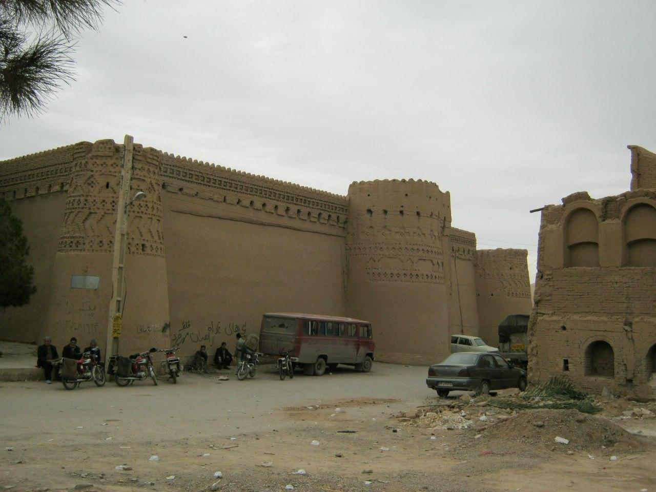 мини-замок-крепость богачей в Иране