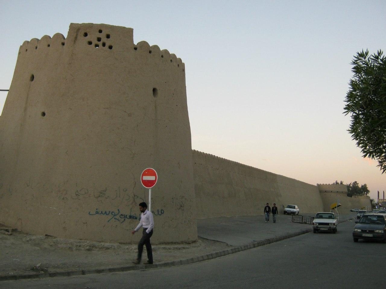Старинная крепость в Ираншахр