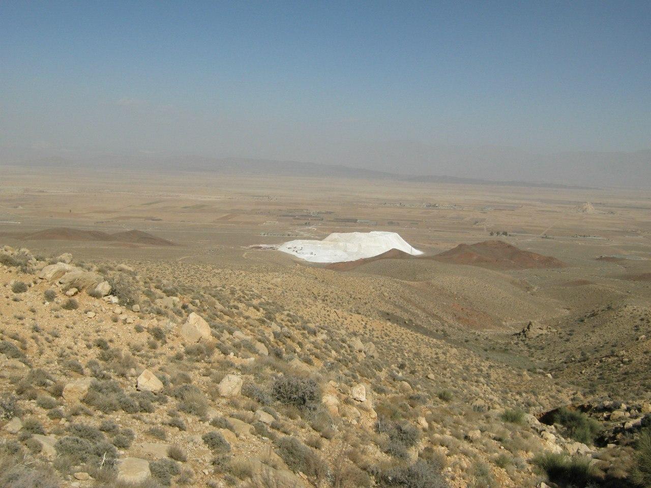 около Сирджан соляная гора