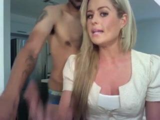 Парень издевается над своей девушкой