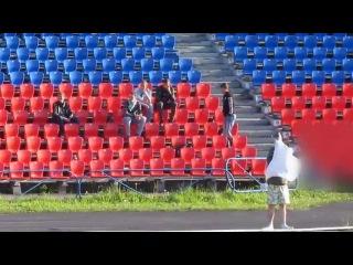 WTF Фанаты ФК Север-М Мурманск спокойно снимают баннера гостей из Кировска, а те ничего не делают