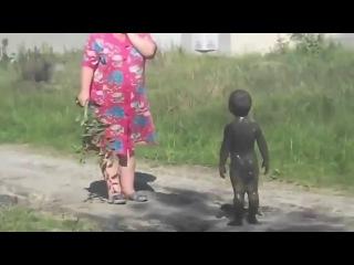 Прямо как в выражении:``С улицы пришел кусочек грязи,говорит что мой ребенок,ну поголосу похож``)))