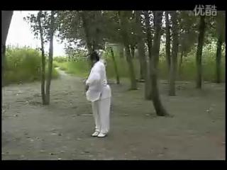Wángshǎowǔ xiānshēng yǎnliàn de shàolín wǔshù qìxiè——liùhé dāo