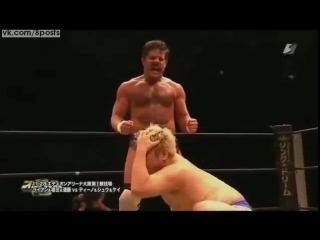 Рестлинг - контрприём от захвата паха/ Joey Ryan uses his penis to win a test of strength over Danshoku Dino at DDT Wrestling