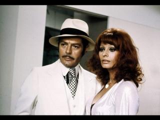 """Х/Ф """"Куколка гангстера /La pupa del gangster"""" (Франция—Италия, 1975) Комедия-фарс, в гл. ролях Софи Лорен и Марчелло Мастроянни."""