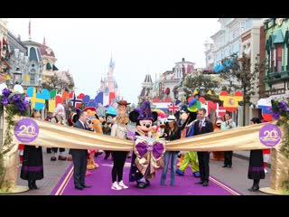 02/04/2012   Сальма Хайек на 20-й церемонии в честь открытия Диснейленда в Париже