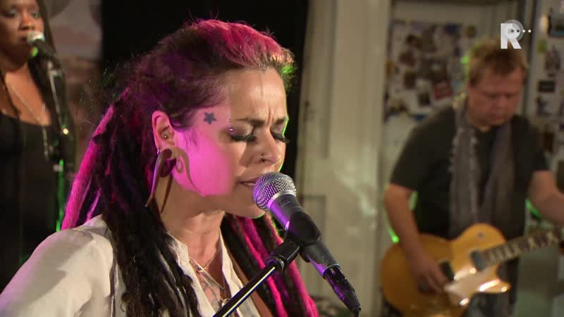 Dilana Band - Day by day (Live uit Lloyd)