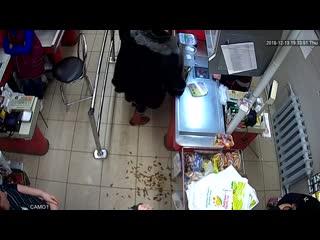 Свинское поведение просрочки патруль в магазине Вятские рассветы
