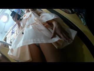 Заглядываем под юбку к школьнице(stocking pantyhose foot teen подсмотрено сиськи legs pantsu жопа трусы киска)
