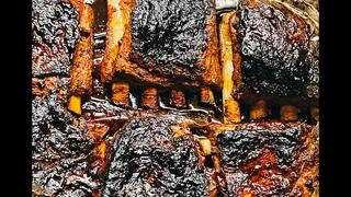 Запеченные свиные ребра  под соусом BBQ