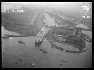 RMS Mauretania floats up the River Thames (1939)