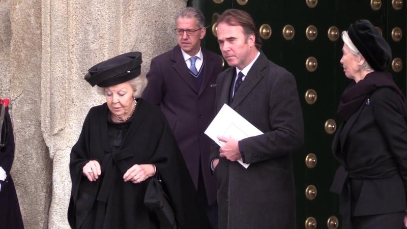 Los asistentes al funeral de Doña Pilar de Borbón