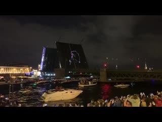 Дворцовый мост развели под песни Виктора Цоя