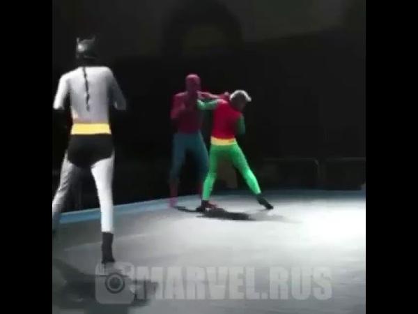 Человек паук против Бэтмена и Робина