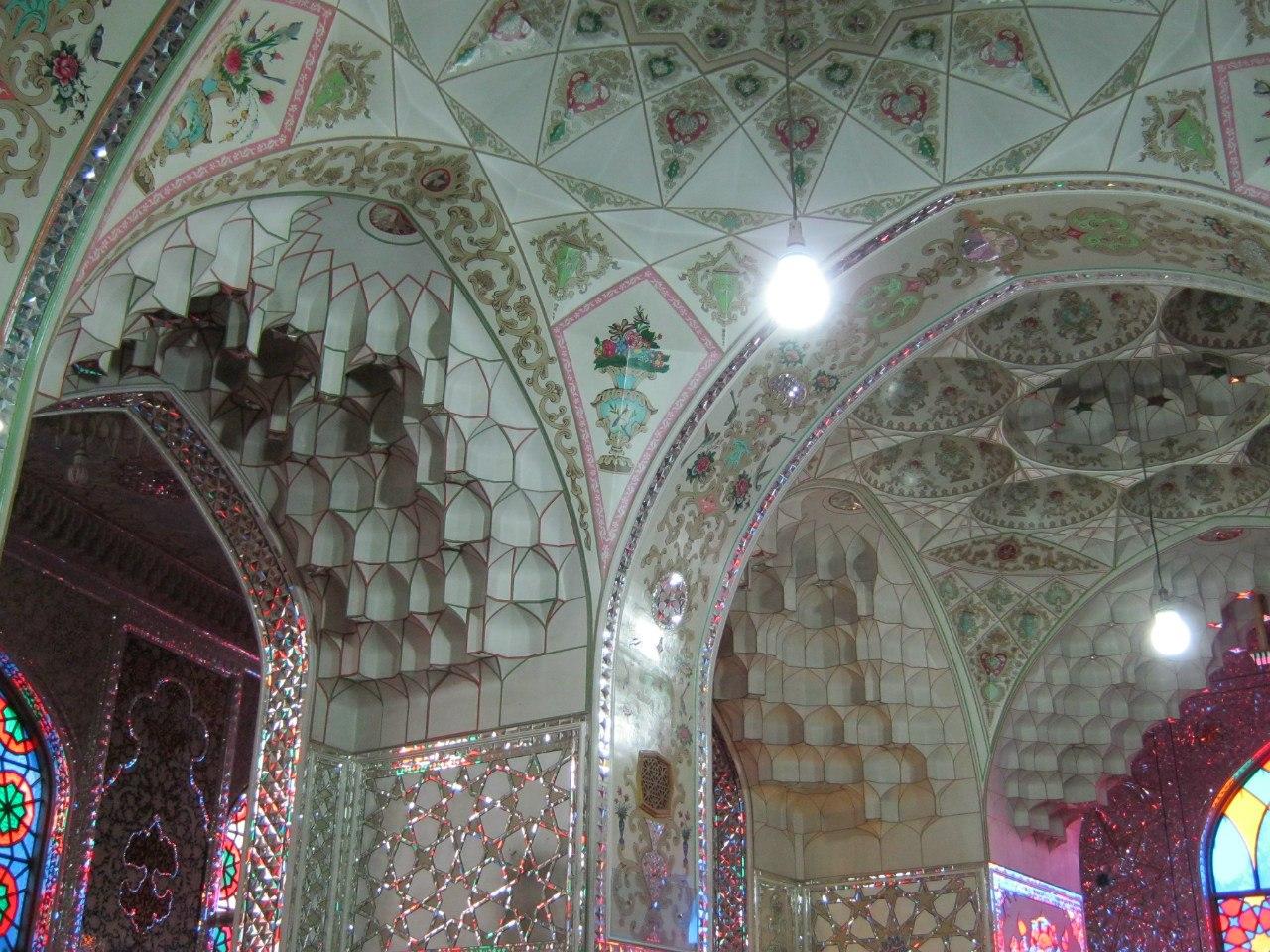 красивое имамзаде в Исфахане