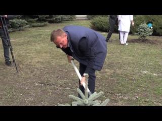 Курский губернатор принял участие в открытии памятника великому хирургу и посадил ель