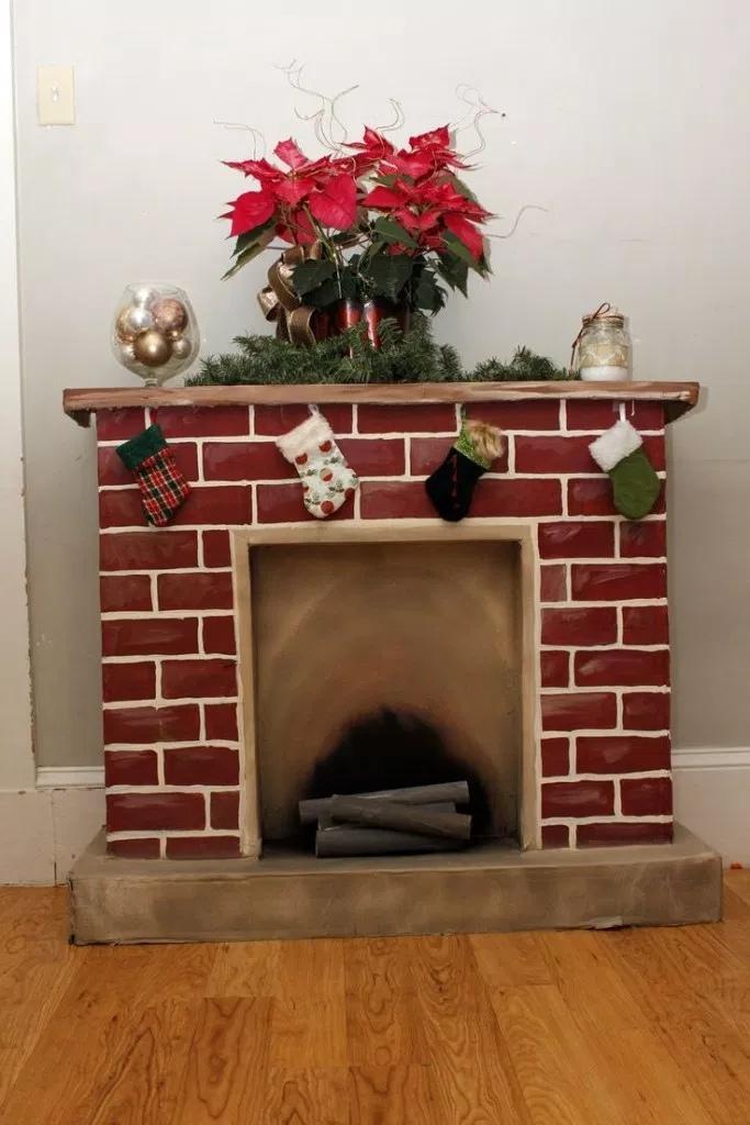 Как сделать новогодний камин из коробок и картона, изображение №2