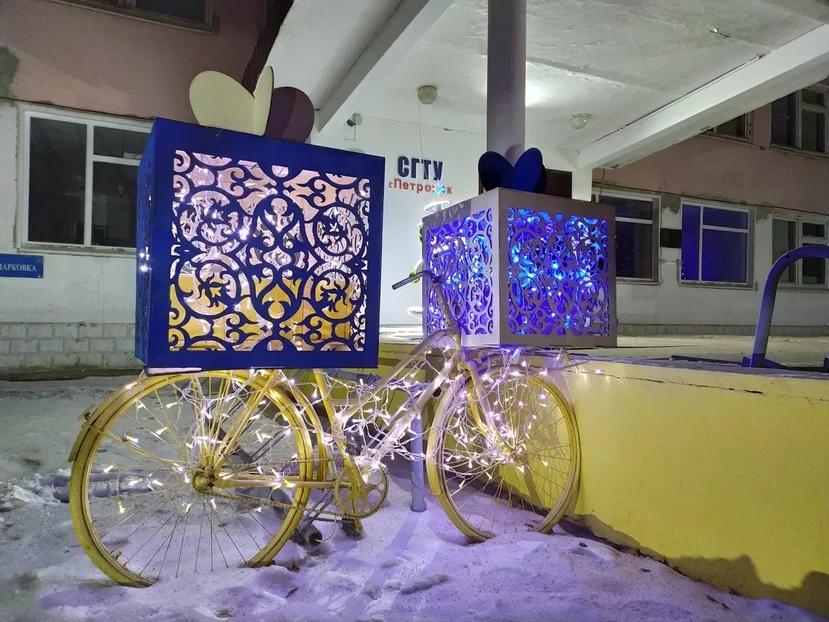 В Петровском районе стартовал конкурс на лучшее новогоднее оформление фасадов зданий