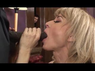 ПОРНО -- ЕЙ 52 -- МУЖ И НЕГР ЕБУТ РАЗВРАТНУЮ ТЁТБ НИНУ -- porn sex milf mature куколд -- Nina Hartley