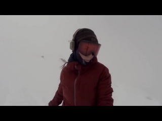 Сноубордистка случайно сняла гнавшегося за ней медведя)))
