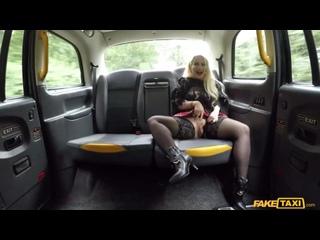 Зрелая блондинка трахнула таксиста за поездку, sex sex porn mom girl blond taxi love job money busty tit ass cum (Hot&Horny)