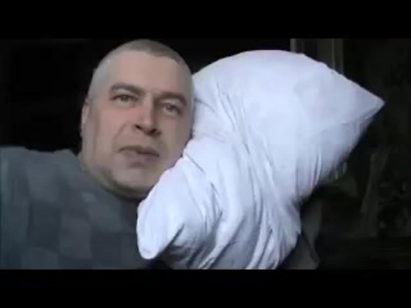 Видео прикол Как надо правильно трахать подушку Я трахаю подушку Капец под