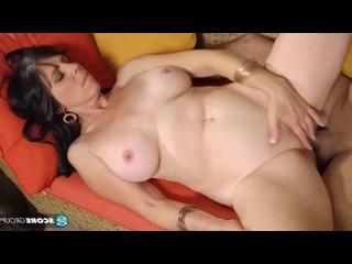 Трахает старую брюнетку глубоко в анал, sex deep anal fuck mom milf mature porn tit ass HD cum (Инцест со зрелыми мамочками 18+)