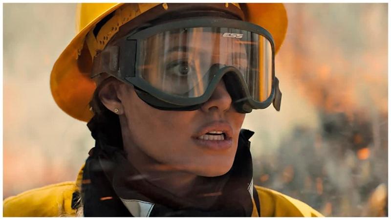 Анджелина Джоли спасается от киллеров и лесного пожара в трейлере фильма Те кто желает мне смерти