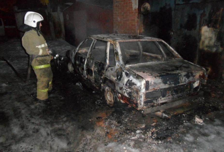 В КЧР сгорел «ВАЗ-21099»