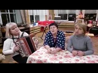 Елена Лагерева и Наталья Карпухина , аккомпанирует Евгения Щаченко. Поселок Голымки, Смоленская область.