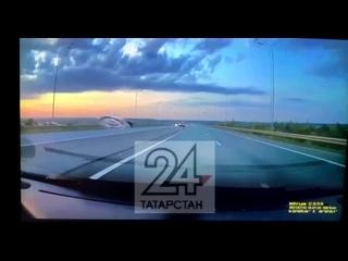 В Татарстане автомобиль прилетел в другой автомобиль, жесть