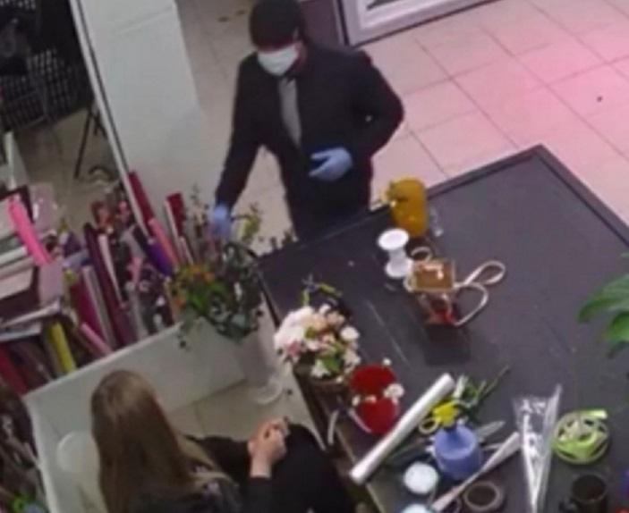 В КЧР мужчина за день совершил два разбойных нападения