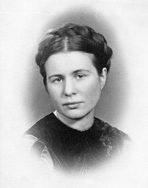 Трудные условия жизни заставили поэтессу Цветаеву ...