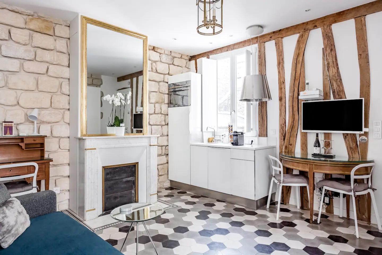 Небольшая квартира в Париже.