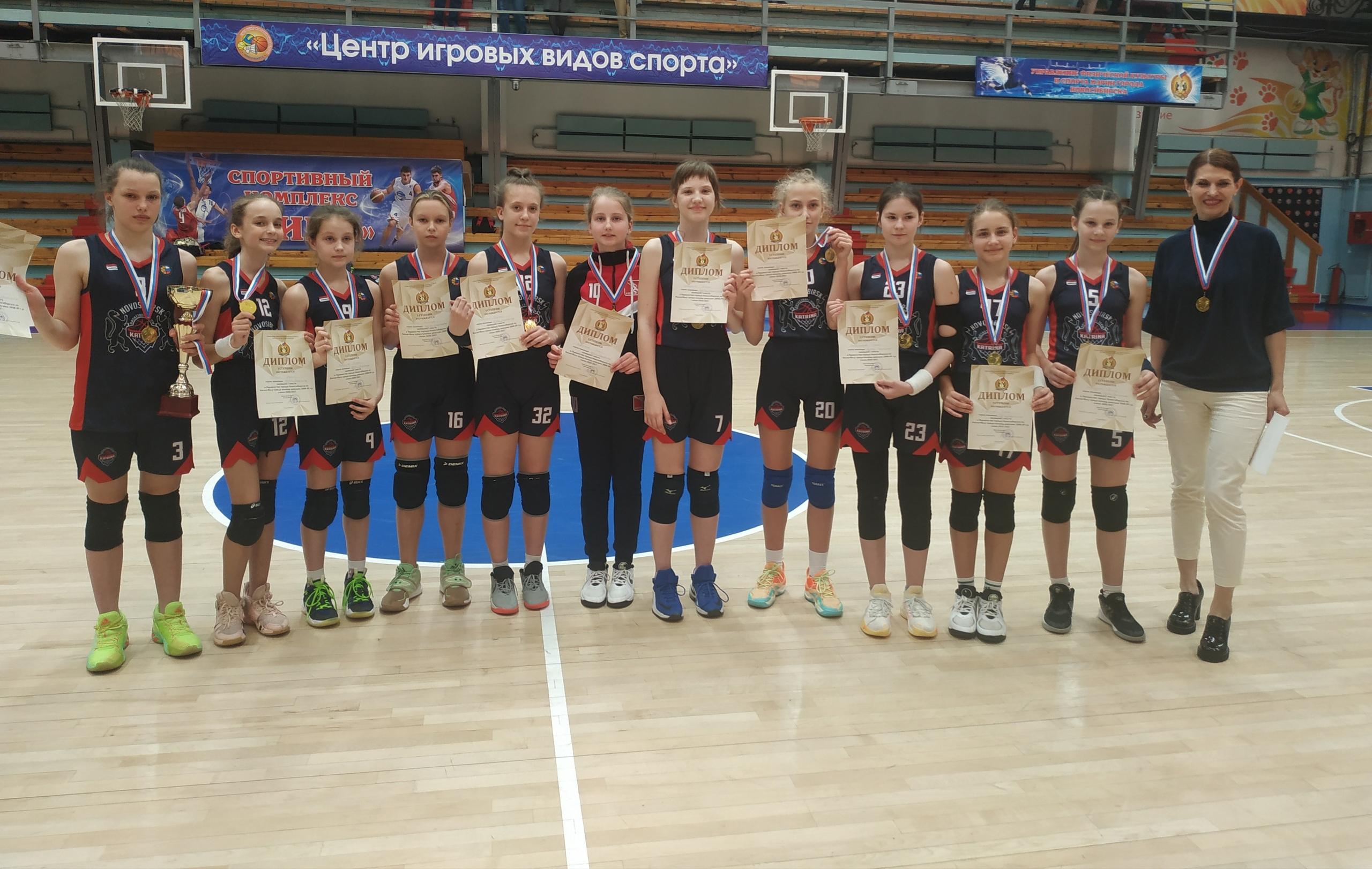 спортсменки ДЮФЦ Спартанец под руководством тренера Ермак Натальи Александровны