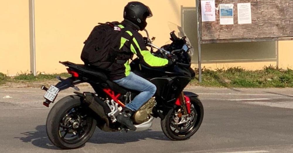 Шпионские фото Ducati Multistrada V4 с 17-дюймовым передним колесом