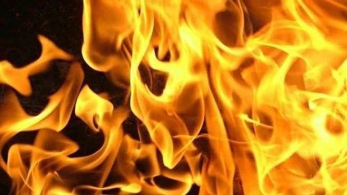 Вчера вечером в селе Озёрки произошёл крупный пожар: сгорели гараж, сарай и жилой дом