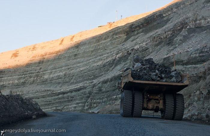 Земля один огромный древний карьер, изображение №20