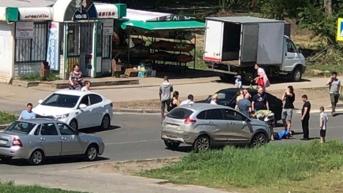 Машина сбила двух детей. Происшествие на бульваре Ленина